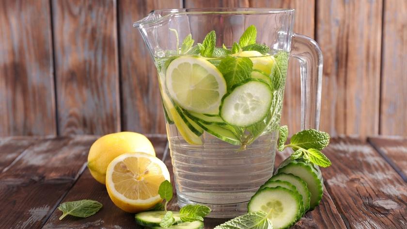 Infused Water Lemon, Mentimun, dan Daun Mint
